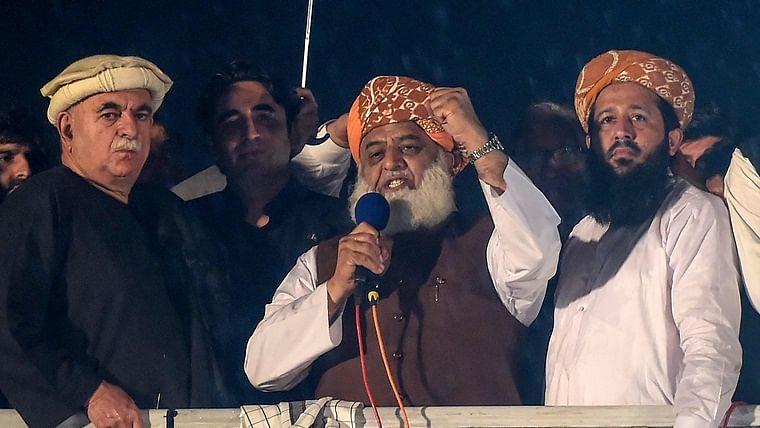 pakistanshardlineclericgiveprimeministerimrankhantwodayultimatumtoresign