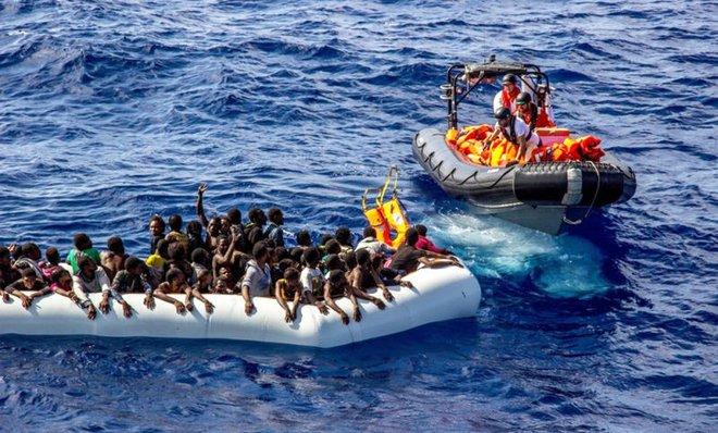 25 migrants dead in rubber boat in the Mediterranean