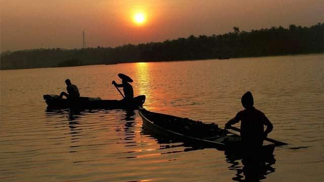 Sri Lankan Navy apprehends eight Indian fishermen