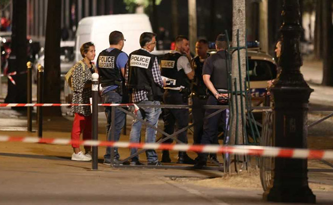 Two British tourists among seven injured in Paris knife attack