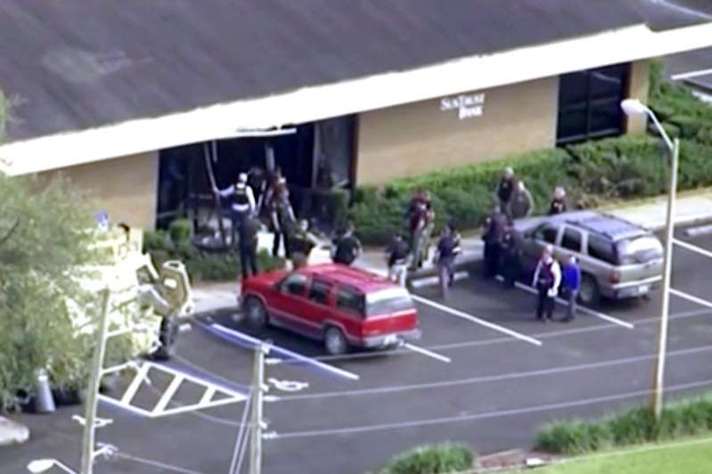 Florida shooting: Five killed as gunman, 21, storms bank and fires shots