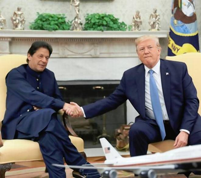 Trump asks Imran Khan to moderate rhetoric with India over Kashmir