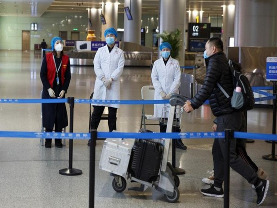China allows non-residents of Wuhan to leave virus centre