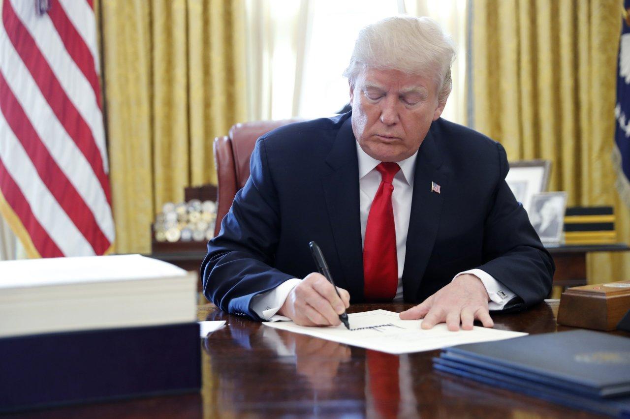 Trump to sign spending bill averting govt shutdown