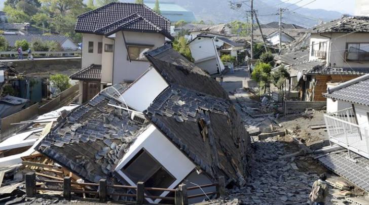 Twin quakes kill 29 in Japan
