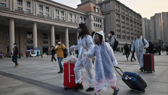 People in Wuhan begins travelling after 73-day lockdown lifted