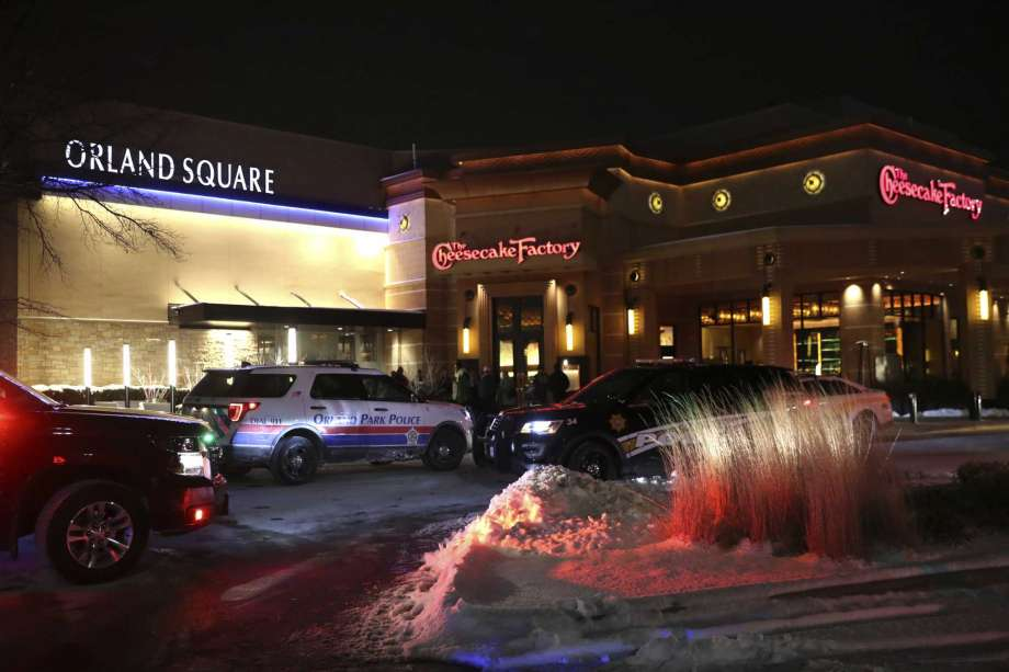 One person killed at Illinois mall in US