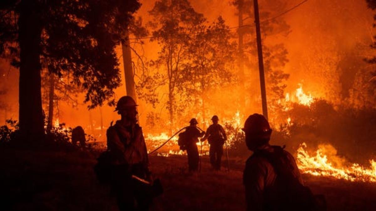 wildfireinunitedstateswyomingscorchesover17600acres