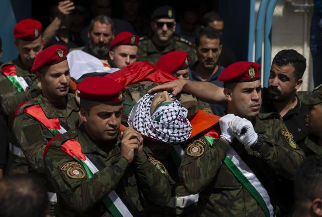 palestinianssayisraeliforceskill3inwestbankraid