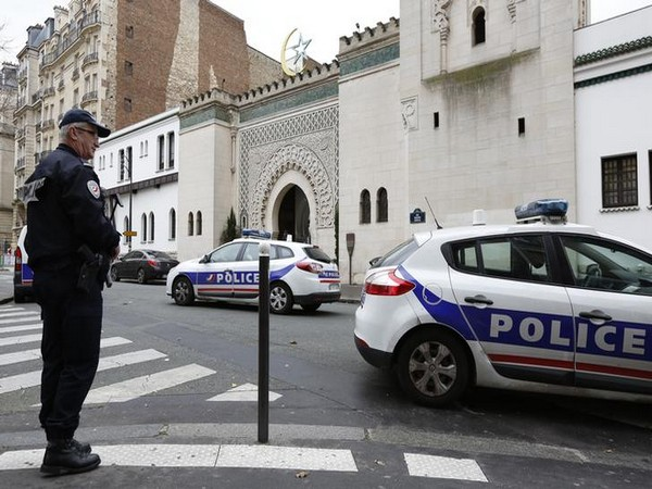 8 people wounded in shooting in front of mosque in Avignon, France