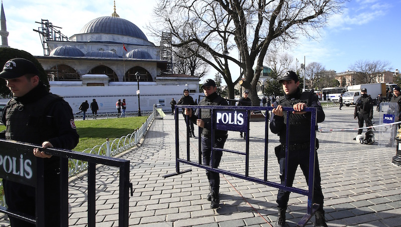 10 people killed in suicide bomb attack in Istanbul