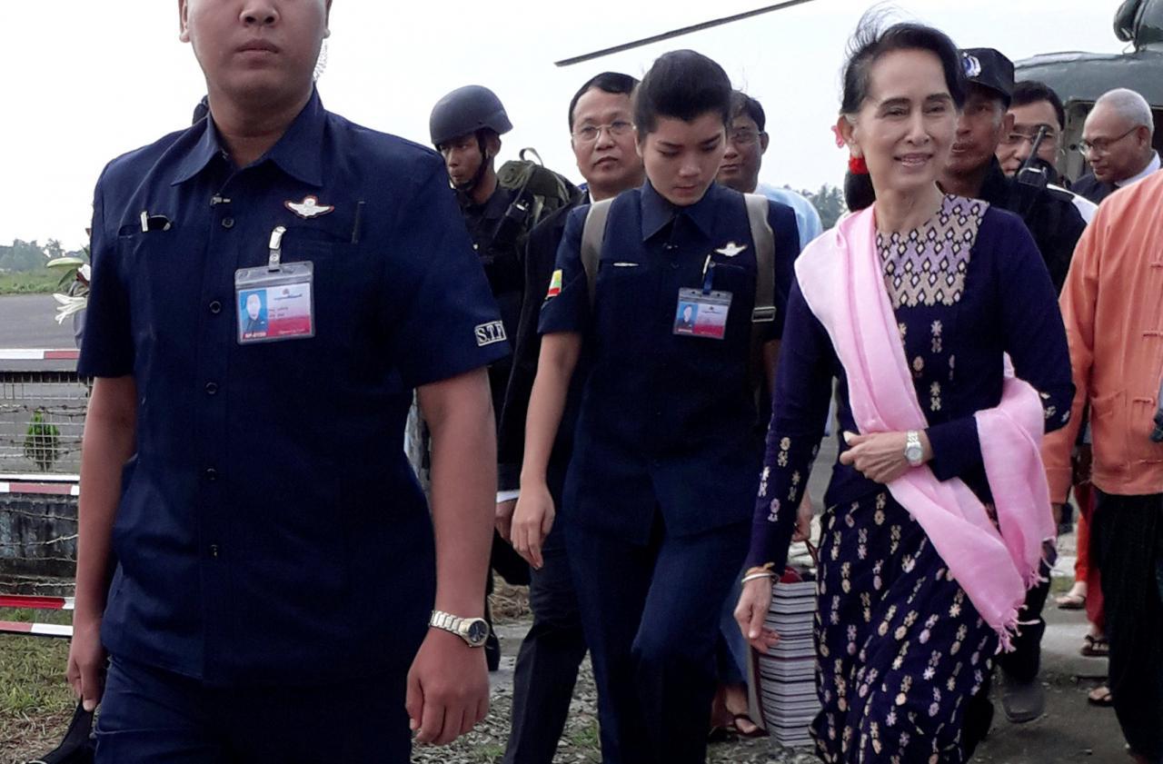 Suu Kyi makes 1st visit to conflict-torn northern Rakhine