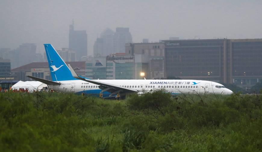 Passenger Plane from China skids off Manila runway