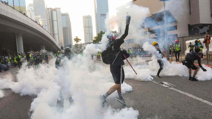 Hong Kong returns to violence with tear gas