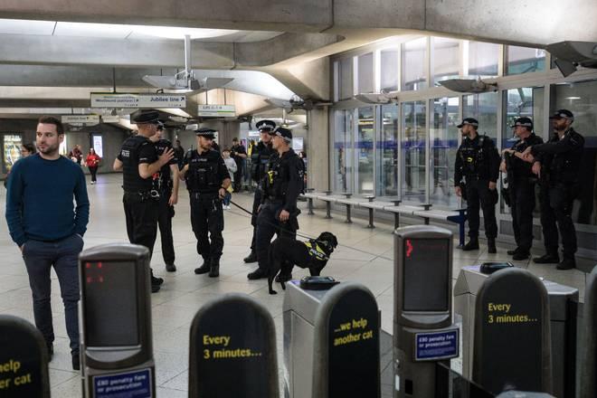 London subway blast: British police arrest 18-year-old man as terror threat level remains critical