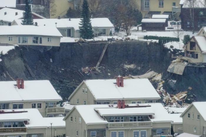 landslideburieshomesinnorway;10injured