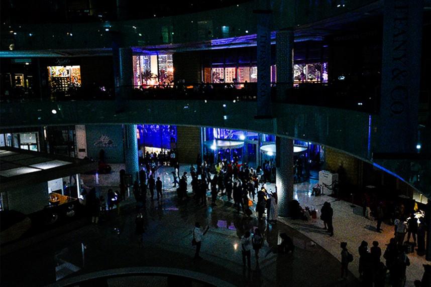 Power failure falls Dubai Mall into darkness for 90 minutes