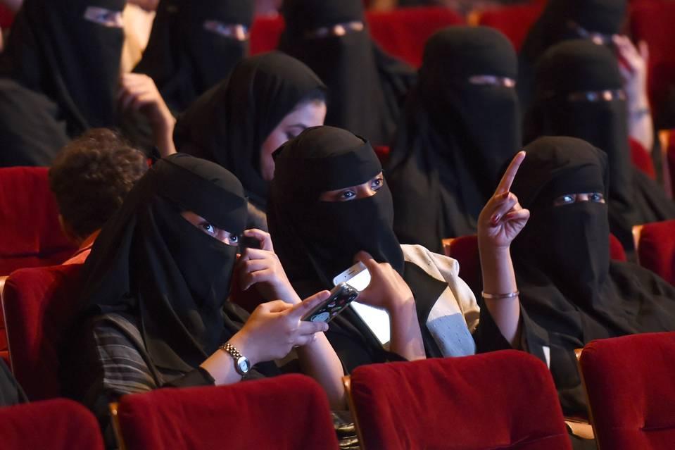 Saudi Arabia announces lifting ban on movie theatres