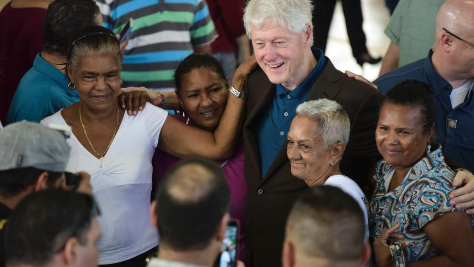 Bill Clinton visits Puerto Rico, distributes relief supplies