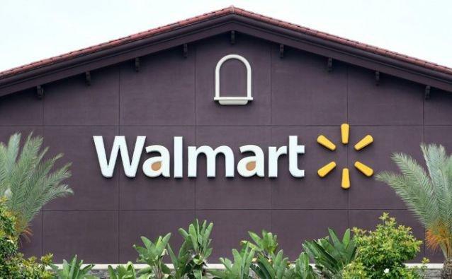 Walmart to keep selling guns despite recent shootings at its stores