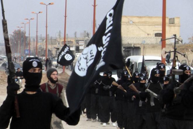 Islamic State attacks kill 22 pro-regime fighters in Syria