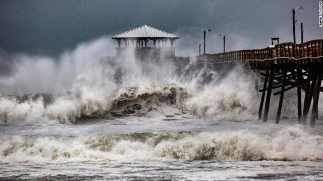 Hurricane Florence smashes into US East Coast