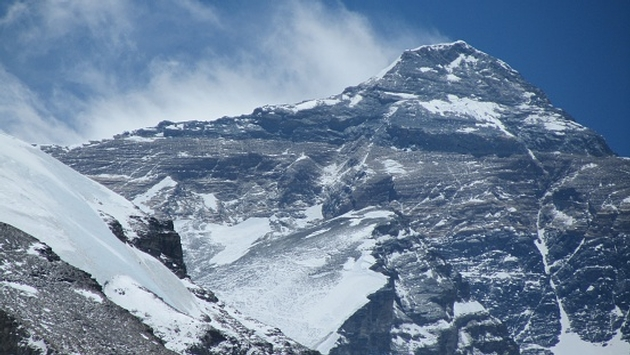 Nepal extends Everest climbing permits after earthquake