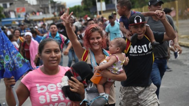 Migrant caravan: US-bound migrants clash with Mexico riot police
