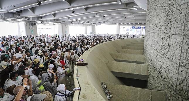 Millions of pilgrims walk to Mina to perform Jamarat, Eid Al-Adhar prayers