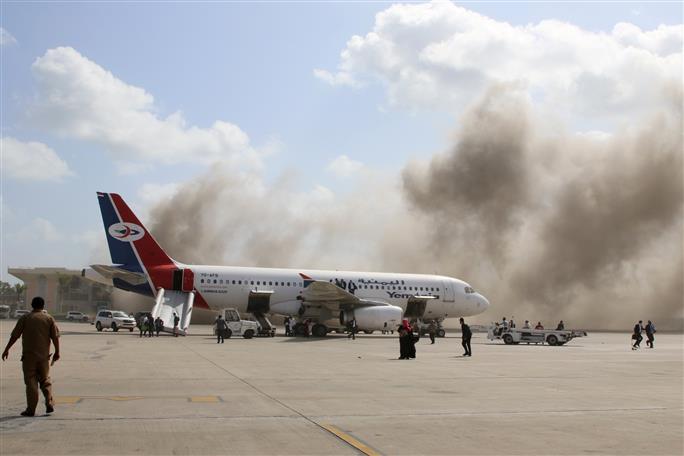 blastatadenairportkills25:yemeniofficials