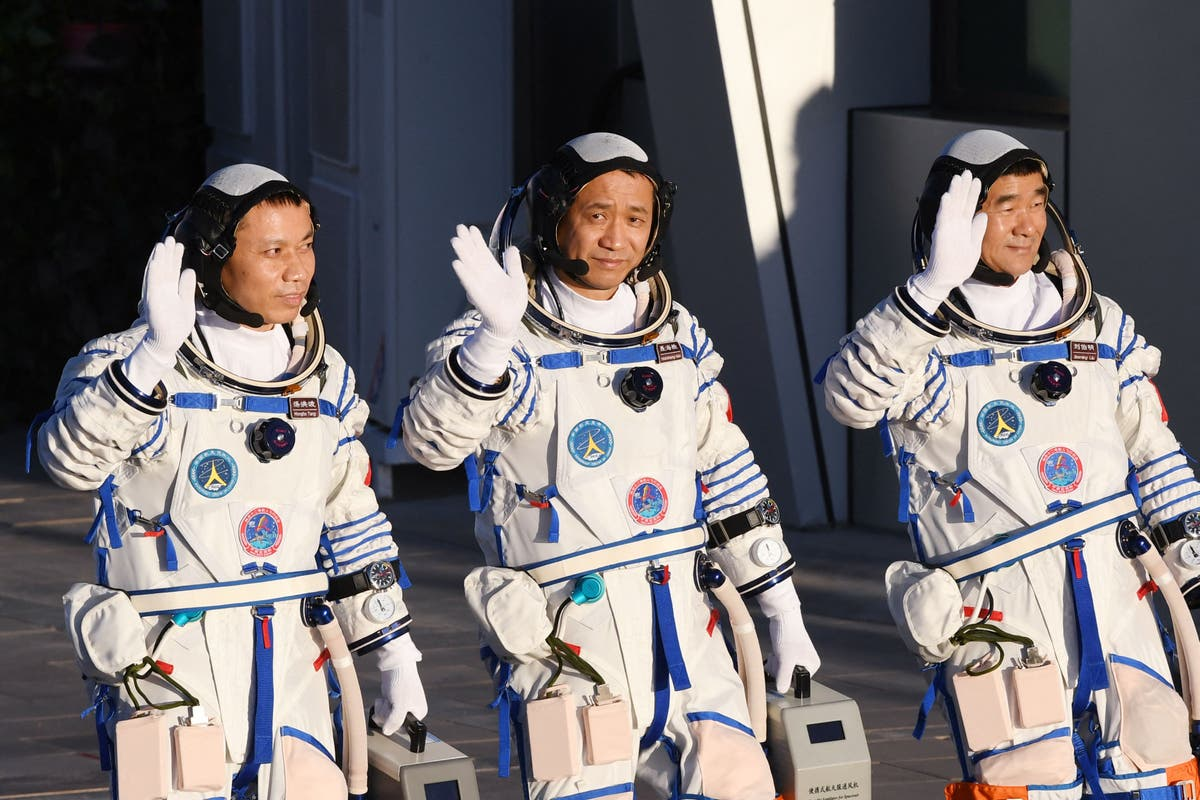 Chinese astronauts safely return to Earth after 90 days