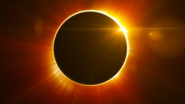 Total solar eclipse sweeps Indonesian skies