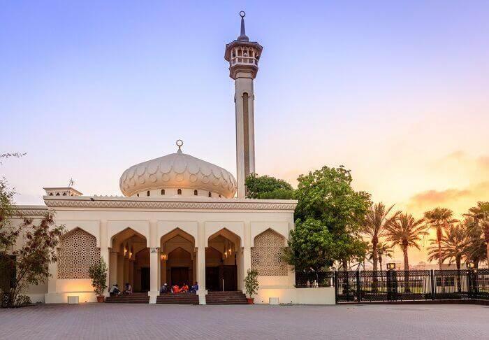 mosquestoreopenforfridayprayersinuaeaftereightmonths