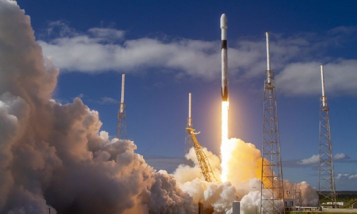 SpaceX launches 60 mini satellites for cheaper global Internet