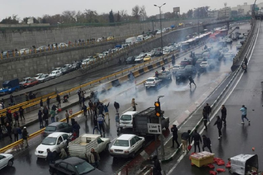 40 people arrested after clashes with police over hike in petrol prices in Iran