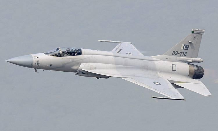 pakistanrollsoutfirstbatchofdualseatfighterjetsmanufacturedincollaborationwithchina