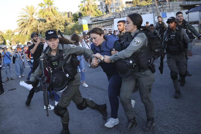 pairofjerusalemactivistsfreedafterdetentionbyisrael