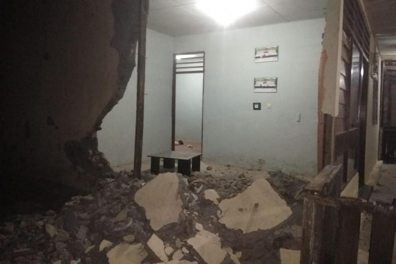7.3-magnitude earthquake hits Indonesia; 1 killed
