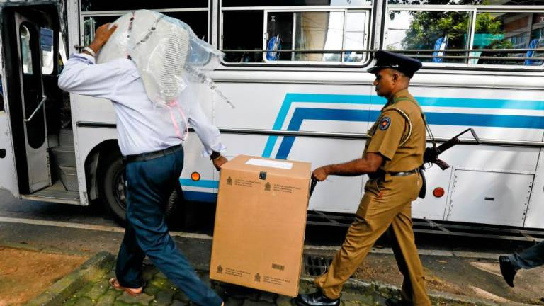 Gunmen fire on buses carrying Muslim Sri Lankan voters