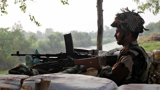 Militants attack roadside bunker in Kashmir