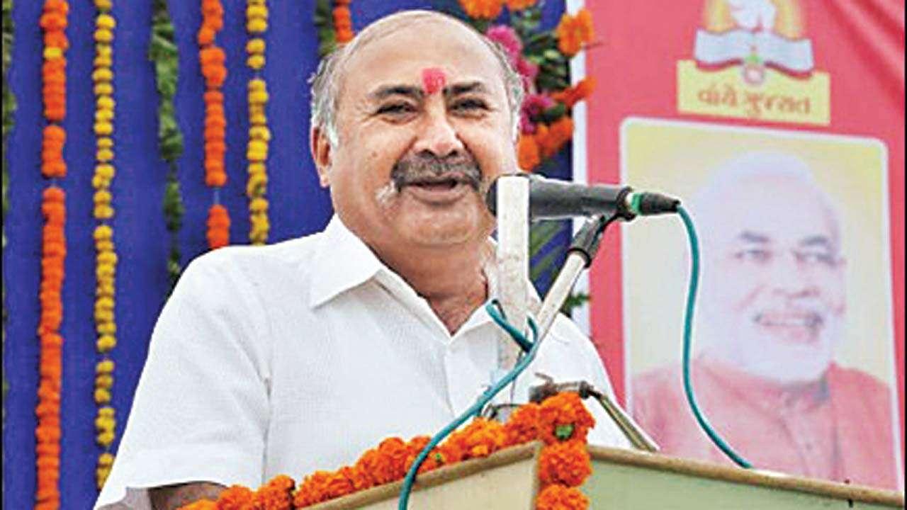 Gujarat BJP leader shot dead on moving train