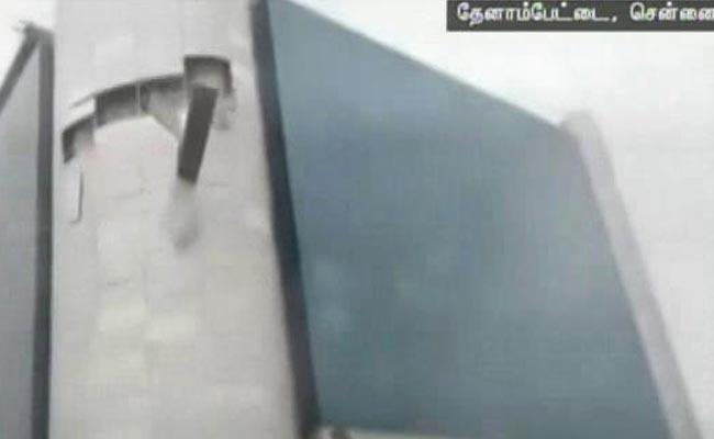 cyclonevardharipsglasspanelsoffchennaihoteltopplestankerinandhrapradesh