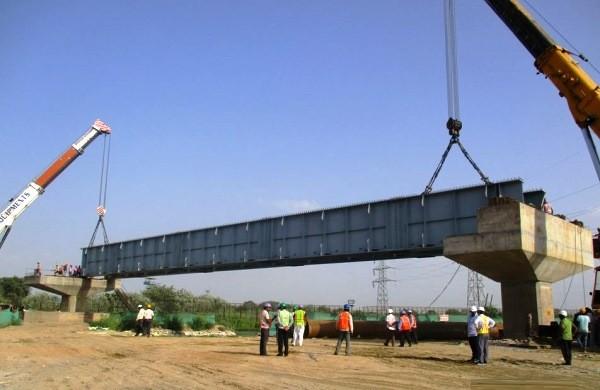 Delhi Metro steel girder falls in Ghaziabad,few injured
