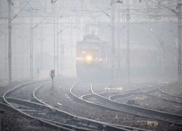 22 trains delayed due to fog in New Delhi