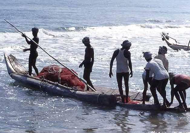 srilankannavyarrests12tnfishermen