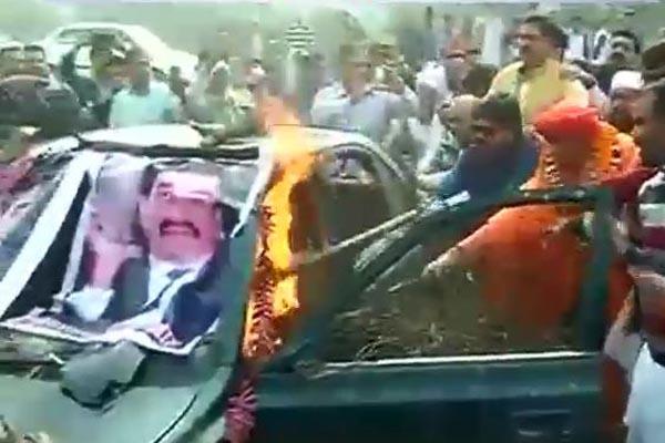 Dawood's car ablaze in Ghaziabad