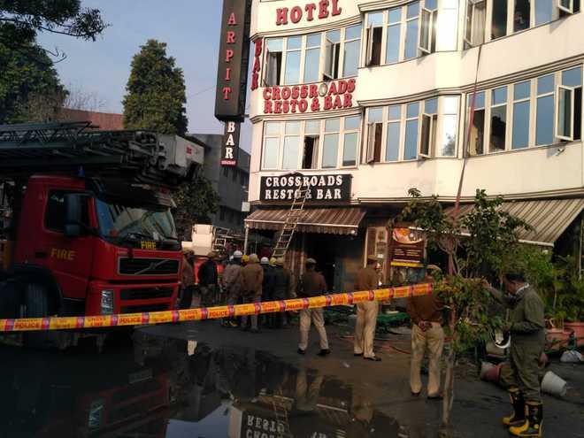 17 killed in massive fire in central Delhi Hotel