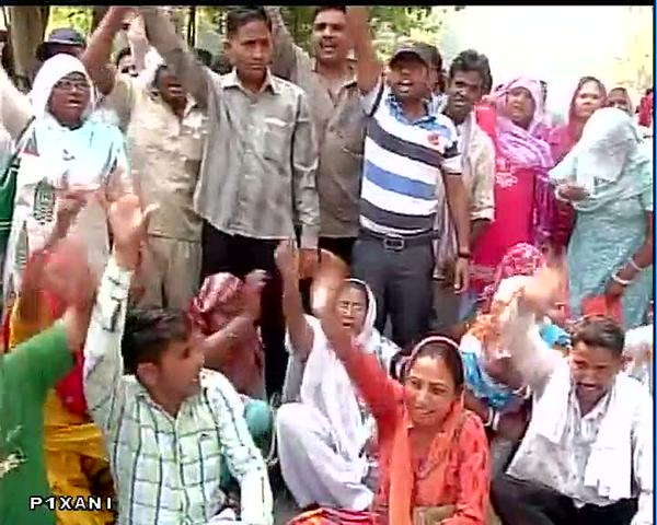 Delhi civic workers continue protest
