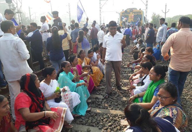 Maharashtra bandh: Protests against Bhima Koregaon violence intensify