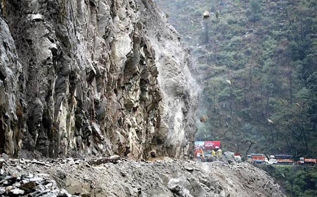 Jammu Srinagar NH closed for vehicular movement due to landslide